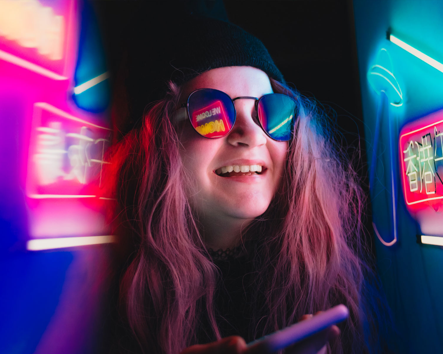 teenager-girl-at-neon-lights-P8PCAD9